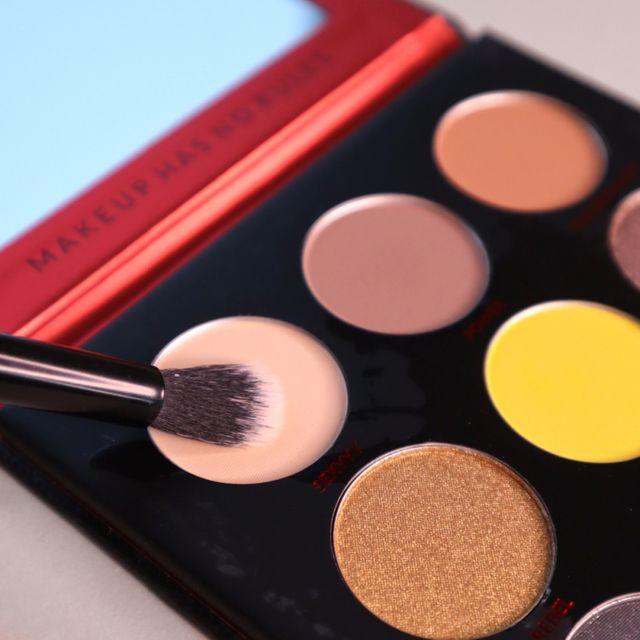 Helle Eyeshadow Palette